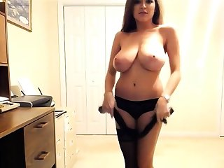 Sexy Busty Girl Tessa Fowler webcam act