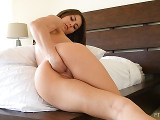 Awesome girl Paige likes to left-hand her cunt while she moans