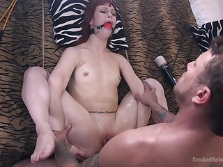 after a blowjob together with a vibrator Alexa Nova gets her butt fucked