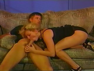 A Nice Vintage Fuck Scene With A Puffy Haired Kermis Chick