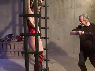 Horny sponger wants to punish a kinky girl by hitting say no to with a dead beat