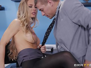 Nicole Aniston likes to try new proceeding of reaching memorable orgasm