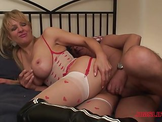 Check up on a blowjob blonde Starr got her juicy cunt fucked hard by a guy