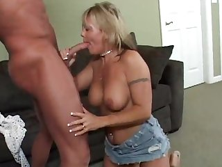 A sensual blwjob by a cougar forth a sexy piercing