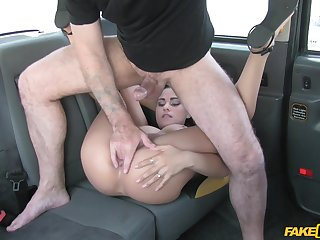 Piercing fucking XXX scenes on the back seat for a wild babe