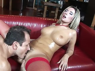 Busty MILF loads will not hear of trimmed rubicund with quite a dick